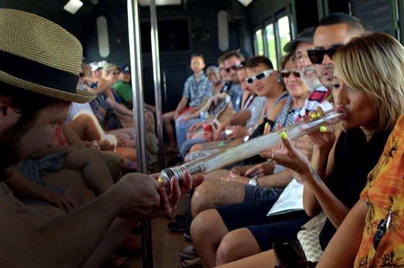 Etats Unis - Un bus touristique pour fumeurs de weed !