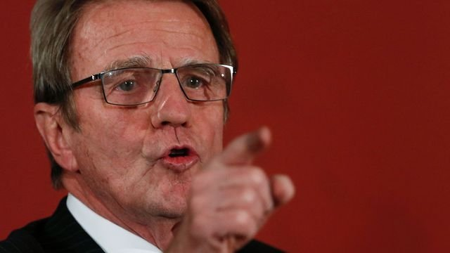 Cannabis : « Nous nous trompons » estime Bernard Kouchner