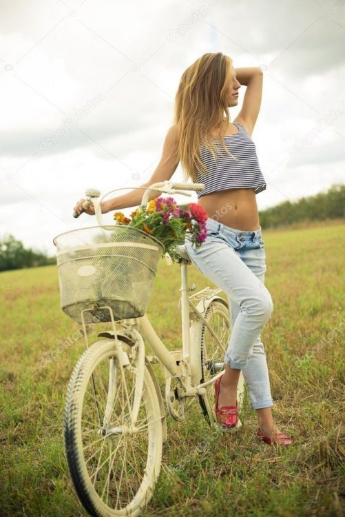 depositphotos_54187709-stock-photo-girl-standing-with-a-bicycle.thumb.jpg.4bfe514bc3654efdf541419d1faf0fbc.jpg
