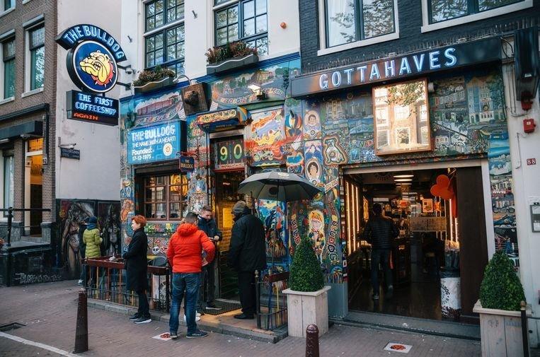 Halsema s'attaque aux coffeeshops dans sa lutte contre les touristes nuisibles du cannabis