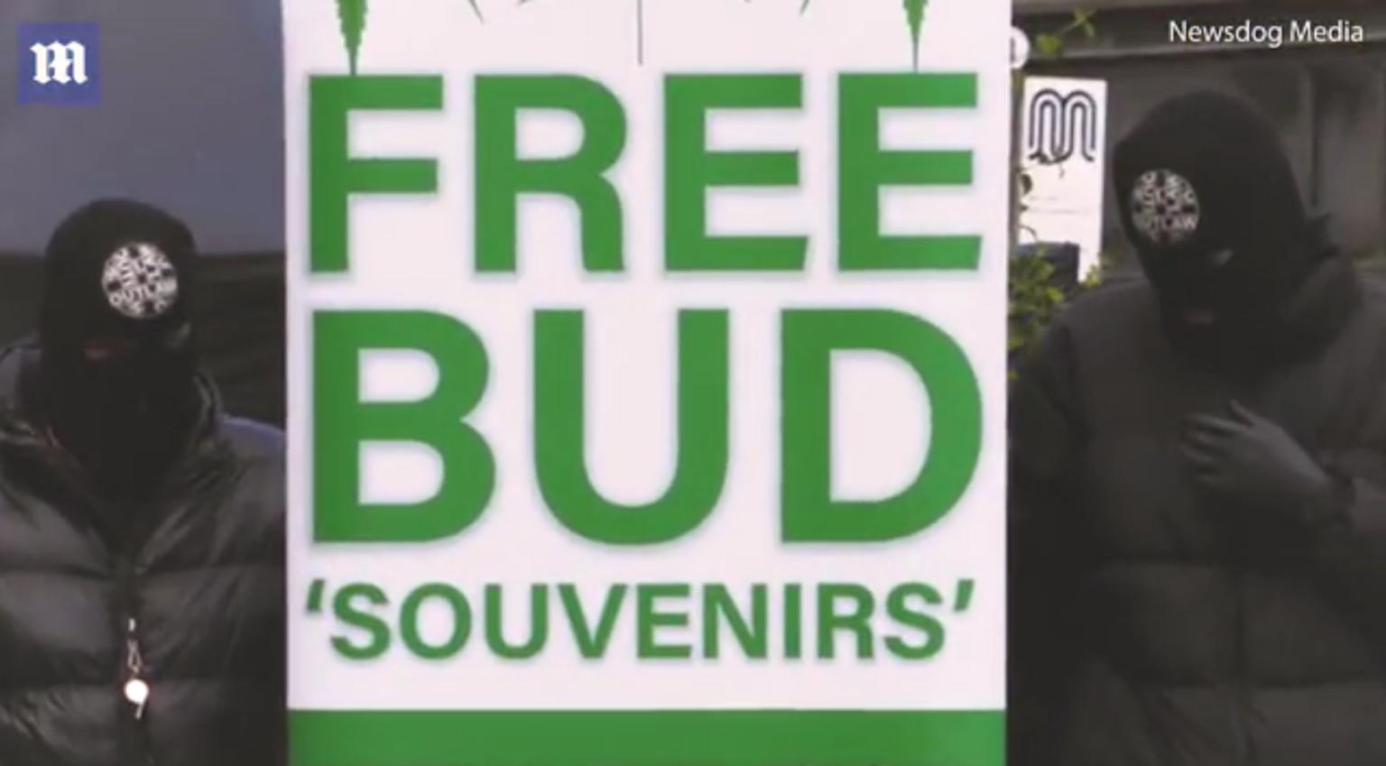 Royaume-Uni : un héros masqué distribue gratuitement du cannabis et du papier hygiénique