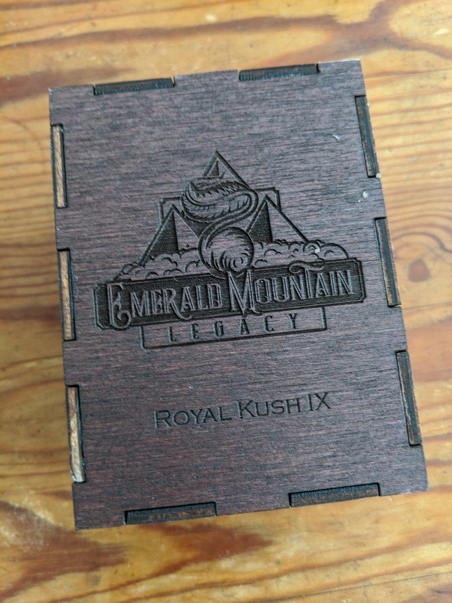 Mandelbrot's Family Heirlooms / Emerald Mountain Legacy - Royal Kush