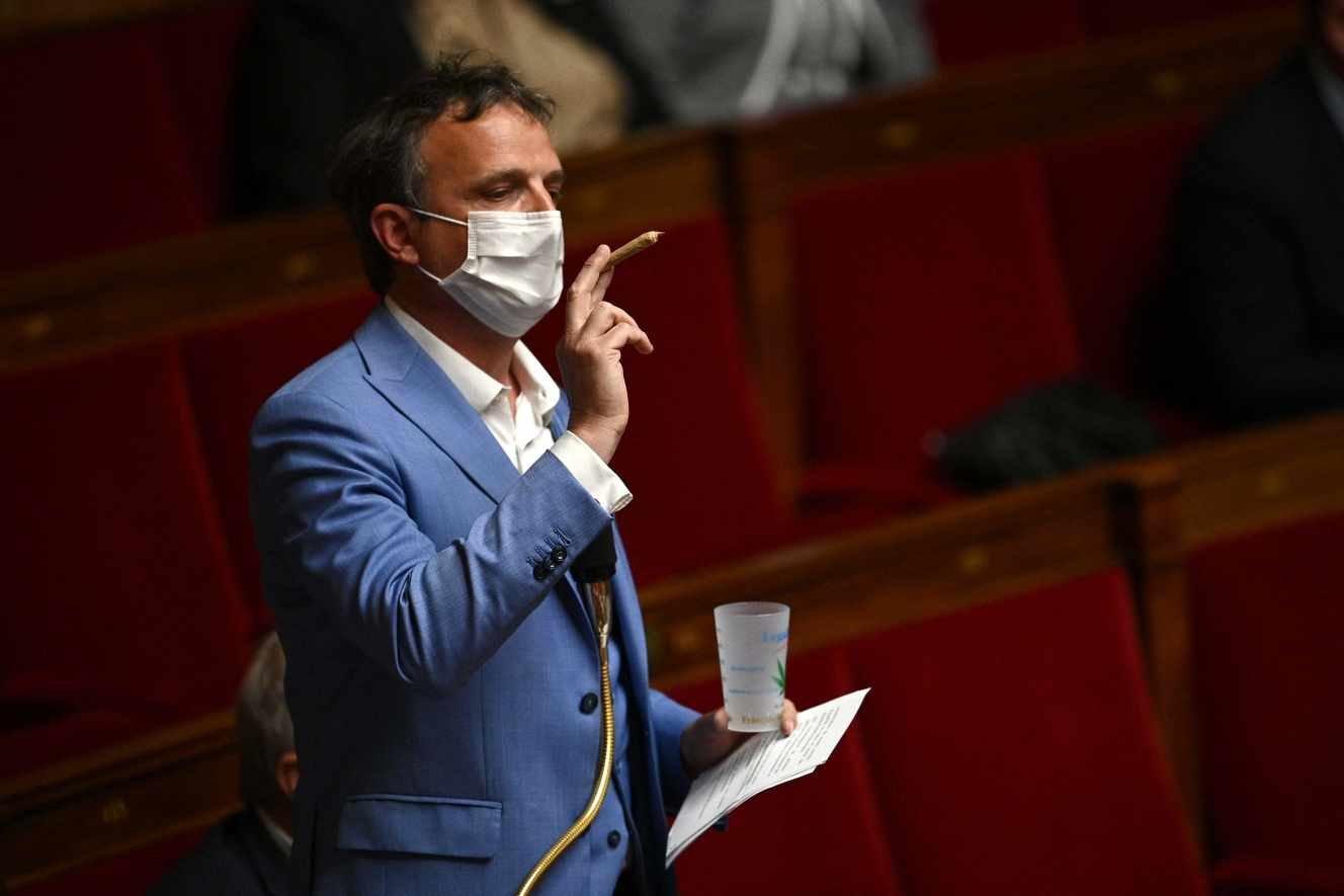 """Cannabis : un rapport parlementaire critique """"l'hypocrisie des discours de fermeté"""""""